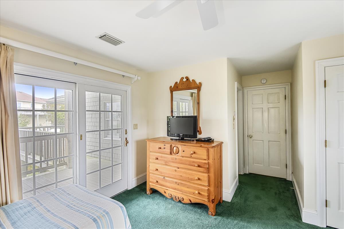 Fisrt level-Bedroom-_DSC0648